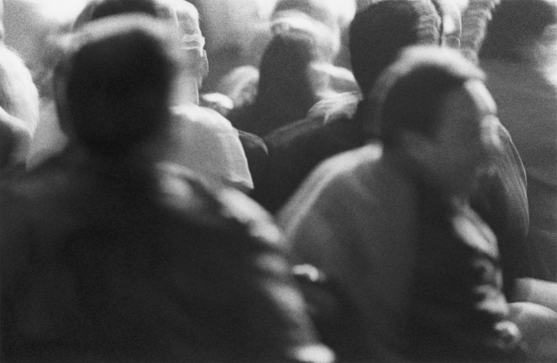 Eine Menschenmenge; Selbsthilfe in einer Gruppe zu suchen, könnte eine gute Idee sein.